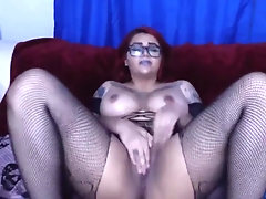 Nasty red-haired Leela with tattooed kinks likes deep mouth