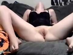 Sexy crazy bitch by having an bald vagina performs on cam