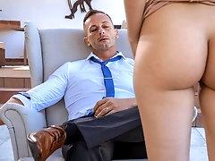 Brunette seduces cheating therapist