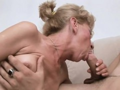 Juicy pussy of mature sweetheart is roughly gangbanged