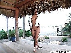 Oceanside finger fucking of Sandra Romain