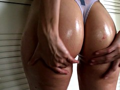 Oily slut teases with her big juicy ass solo