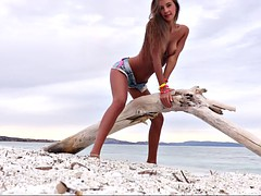 outdoor solo show with breathtaking russian model maria rya