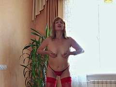 Blonde mature amateur anna masturbating with a toy