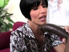 Teen wants her mom teach her to blow a huge black dong