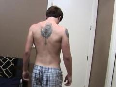 Big muscle straight guys kiss gay Taking off his t-shirt, Ni