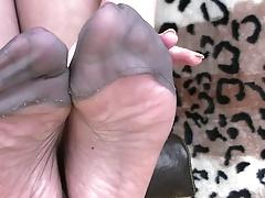 Stocking toe playing