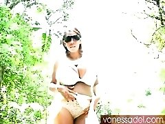 Vanessa Del flashes her tits on a jungle road