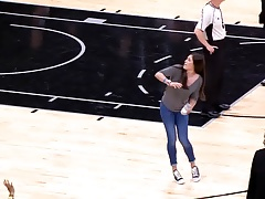 Kelsey Plum throwing a t-shirt makes me hard.