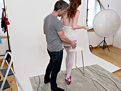 Hung photographer drills redhead model's twat to a cumshot