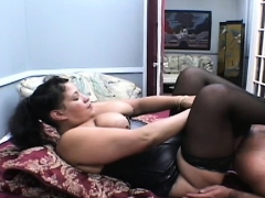 Needy woman likes facesitting stud in dirty porn modes