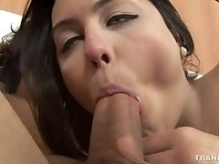 Teen ramming a tranny hard after kissing