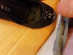 Die Schuhe der Nachbarin Bespritzt
